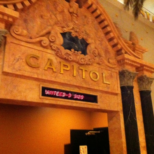 Снимок сделан в AMC Loews Lincoln Square 13 пользователем Jay E. 6/17/2012