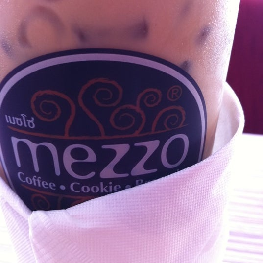 Photo taken at Mezzo by Nat H. on 5/4/2012