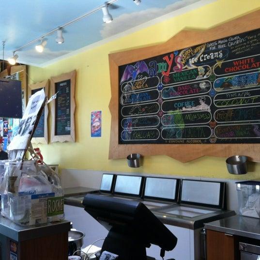 5/25/2012 tarihinde Ivan O.ziyaretçi tarafından Amy's Ice Creams'de çekilen fotoğraf