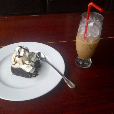 Photo taken at Highland Coffee @ BIG C by Natalie T. on 7/5/2012