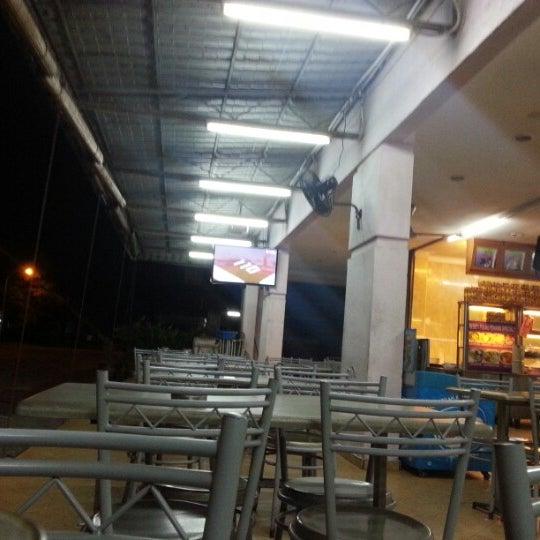 Foto tomada en Restoran Nasi Kandar Seri Kota por Bantal B. el 8/8/2012