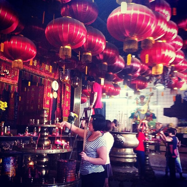 Photo taken at Kuan Yin Temple (觀音亭 Goddess of Mercy) by Emily C. on 6/16/2012