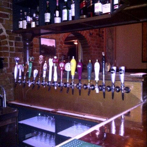 Foto tomada en Hurley's Irish Pub por Darayush D. el 8/21/2012