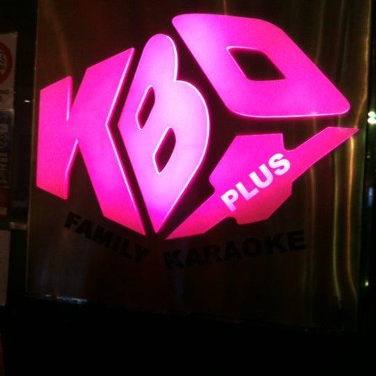 รูปภาพถ่ายที่ KBOX Plus โดย Pwincess Y. เมื่อ 7/19/2012