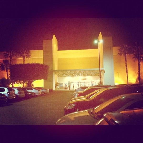 Foto tirada no(a) Via Parque Shopping por Júlio A. em 7/25/2012