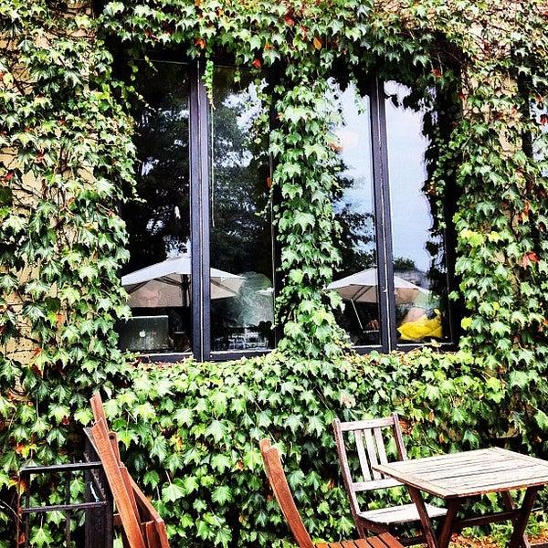 Foto tirada no(a) Big Bear Cafe por Brennen F. em 7/13/2012