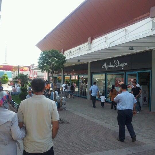 9/2/2012 tarihinde Kamil D.ziyaretçi tarafından Outlet Center'de çekilen fotoğraf