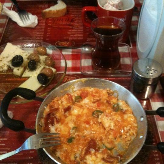 3/8/2012 tarihinde Dogukan B.ziyaretçi tarafından Café Faruk'de çekilen fotoğraf