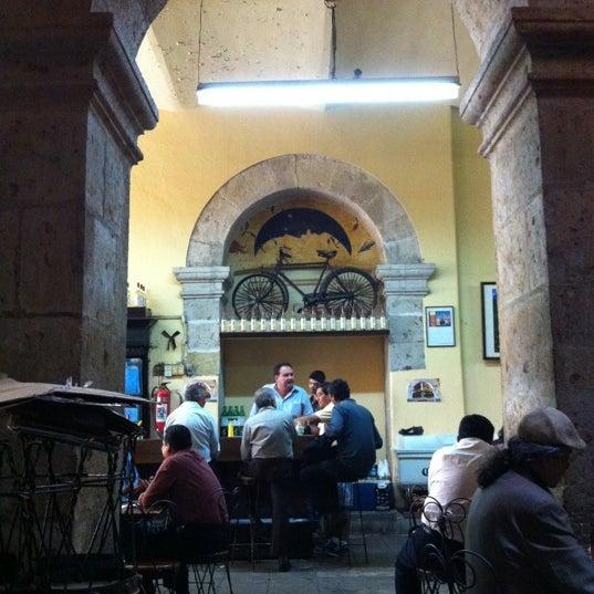 Foto tomada en Cantina La Fuente por Luis G. el 4/23/2012