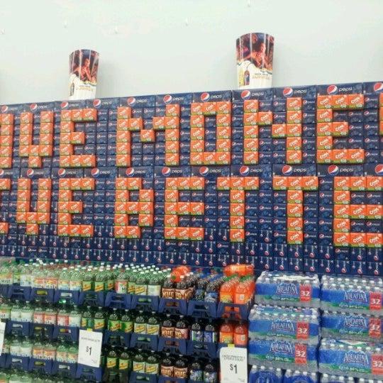 Das Foto wurde bei Walmart von Eddiehollywood am 6/19/2012 aufgenommen