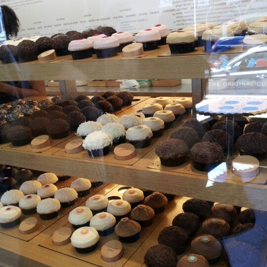 Photo taken at Sprinkles Cupcakes by Emily S. on 7/29/2012