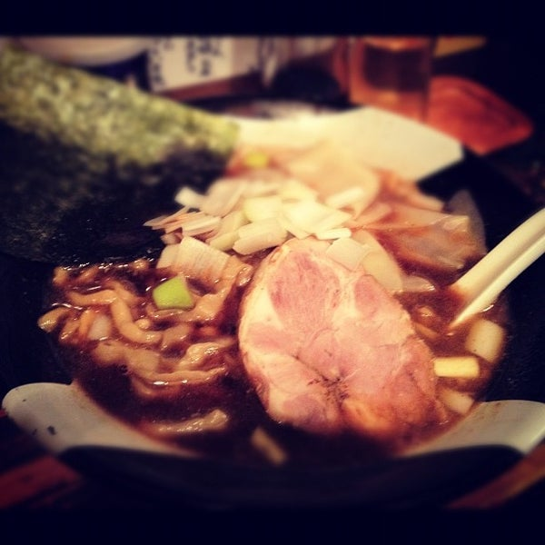 2/10/2012 tarihinde masakitterziyaretçi tarafından Sugoi Niboshi Ramen Nagi'de çekilen fotoğraf