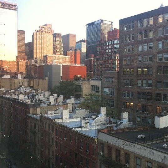 Foto diambil di The Watson Hotel oleh Leo F. pada 8/18/2012