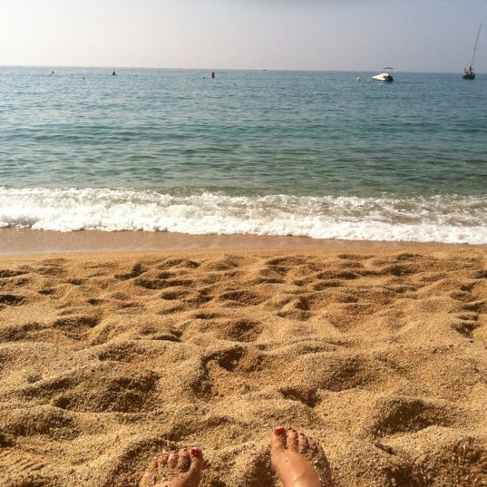 Photo taken at Canyelles Beach by Yleniapr on 9/11/2012