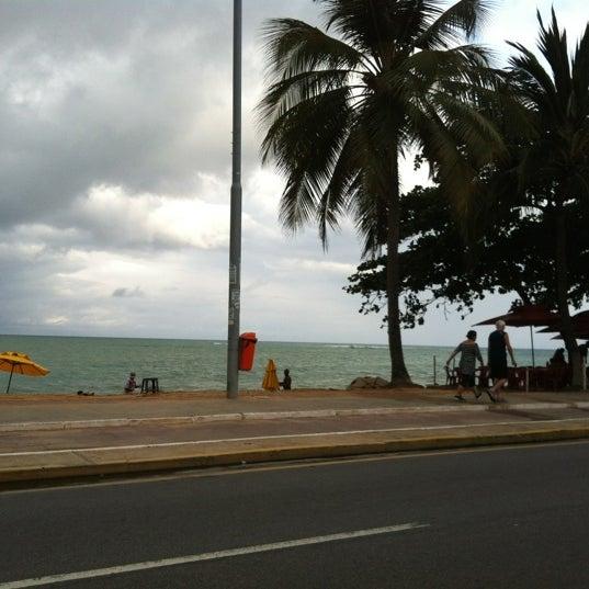 Foto tirada no(a) Praia da Garça Torta por Rafael em 1/21/2012