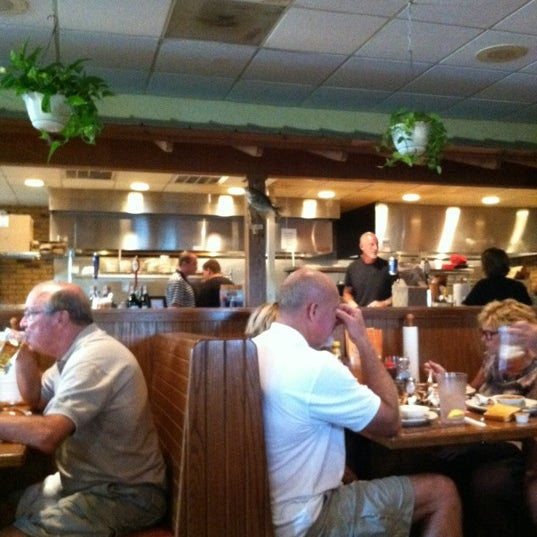 Photo taken at Oakwood Smokehouse & Grill by Susie B. on 8/30/2012