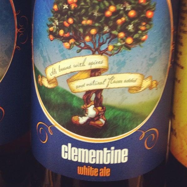 รูปภาพถ่ายที่ Binny's Beverage Depot โดย Brian J. เมื่อ 10/17/2011