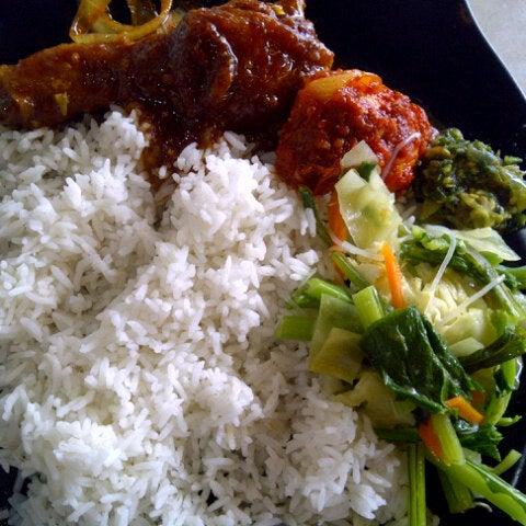 Photo taken at Restoran Sambal Hijau by intan f. on 7/18/2012
