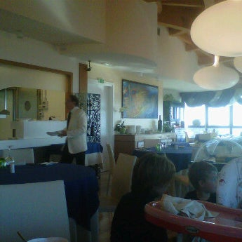 Foto scattata a Laguna Sky Restaurant da Roberto B. il 10/29/2011