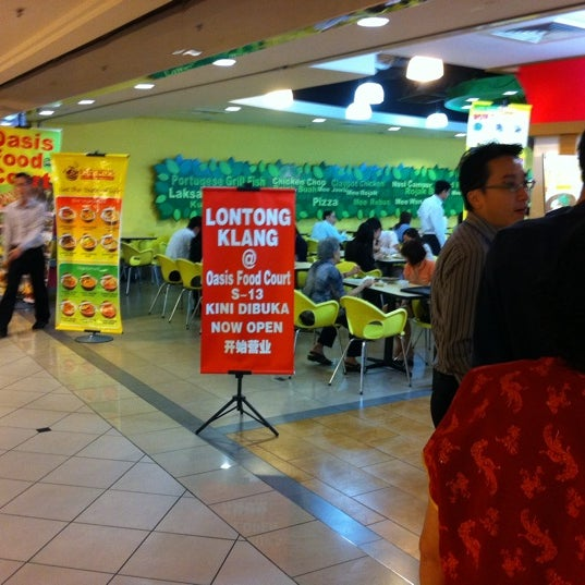Photo taken at Oasis Food Court by D'Jovi H. on 1/17/2011