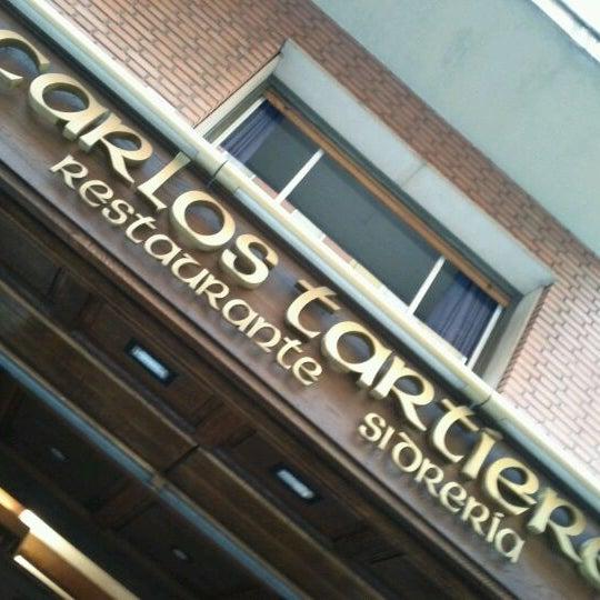 Foto tomada en Carlos Tartiere Restaurante Sidrería por Camilo C. el 11/27/2011
