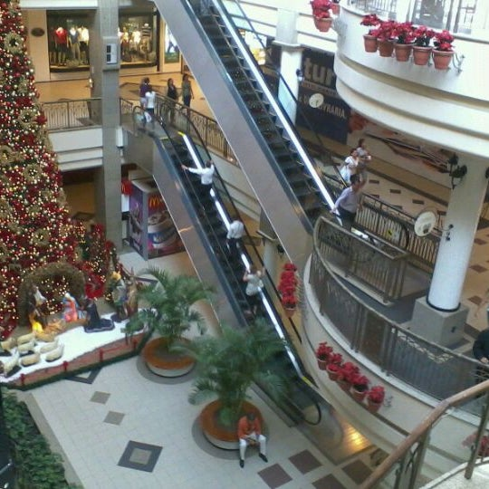 Foto tirada no(a) Shopping Del Paseo por Ivonisio M. em 11/8/2011