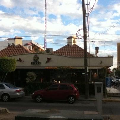 Foto tomada en Rico's Café Zona Dorada por Sergio A. el 1/2/2011