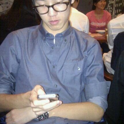Photo taken at 베니건스 / Bennigan's by Chungho S. on 11/5/2011
