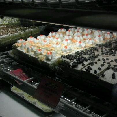 Foto scattata a Argentina Bakery da Dave N. il 11/7/2011