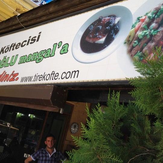 8/29/2012 tarihinde Abdulkadirziyaretçi tarafından Hacıoğlu Mangal Tire Köfte'de çekilen fotoğraf