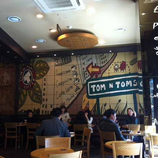 Photo taken at TOM N TOMS COFFEE by YoungJae K. on 3/21/2012