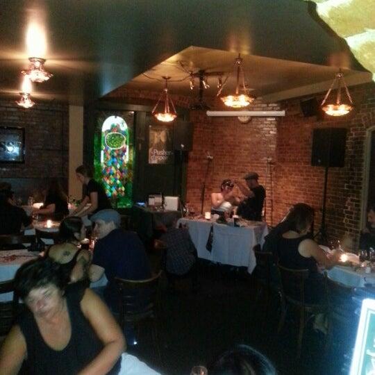 Foto tomada en Hurley's Irish Pub por Mark M. el 8/11/2012