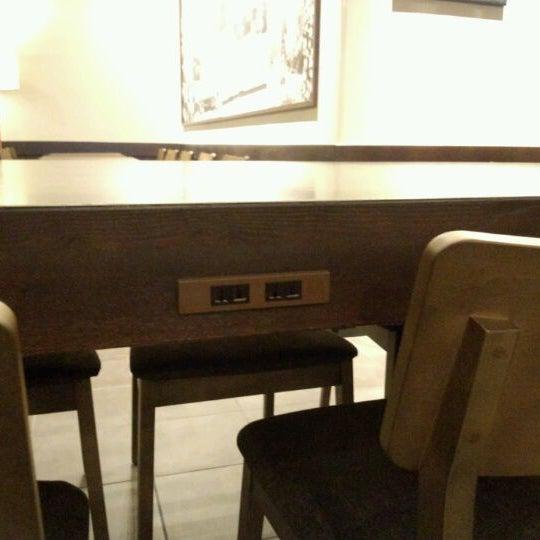 2階の大テーブルにコンセントがあります。
