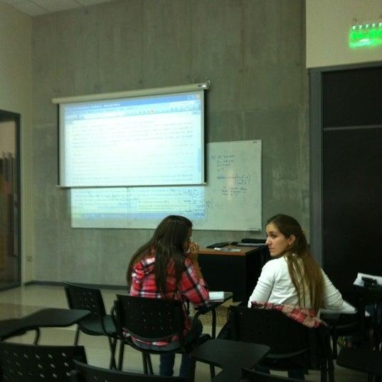 Foto tomada en Universidad Andrés Bello por Diego G. el 3/28/2012