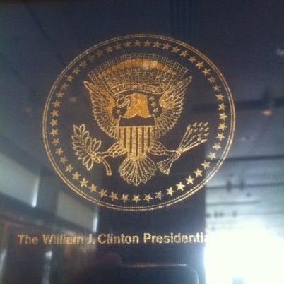 Foto tomada en William J. Clinton Presidential Center and Park por Andrew H. el 8/8/2012