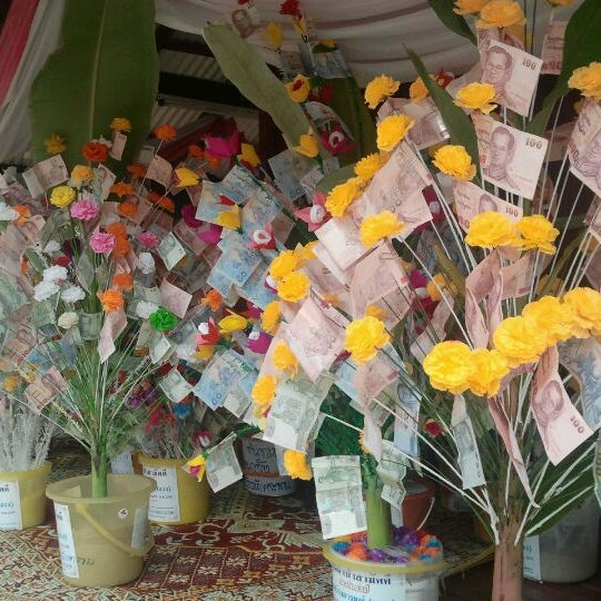 Photo taken at วัดสว่างอารมณ์ by โต๊ะ ว. on 4/7/2012
