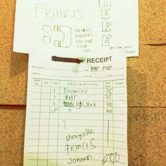 Photo taken at Moonleaf Tea Shop by Francis Nicholas B. on 8/18/2012