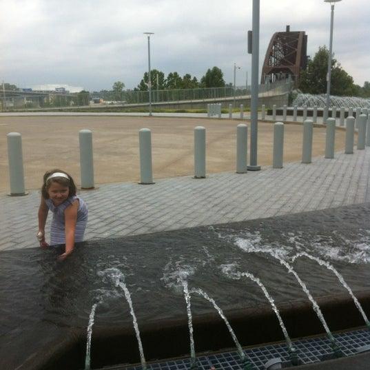 Foto tomada en William J. Clinton Presidential Center and Park por Krista el 9/1/2012