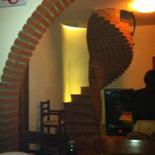 Foto tirada no(a) Dona Rosa Pizzaria por André V. em 5/17/2012