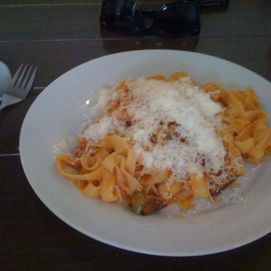 Das Foto wurde bei Pasta Presti von John B. am 6/7/2011 aufgenommen