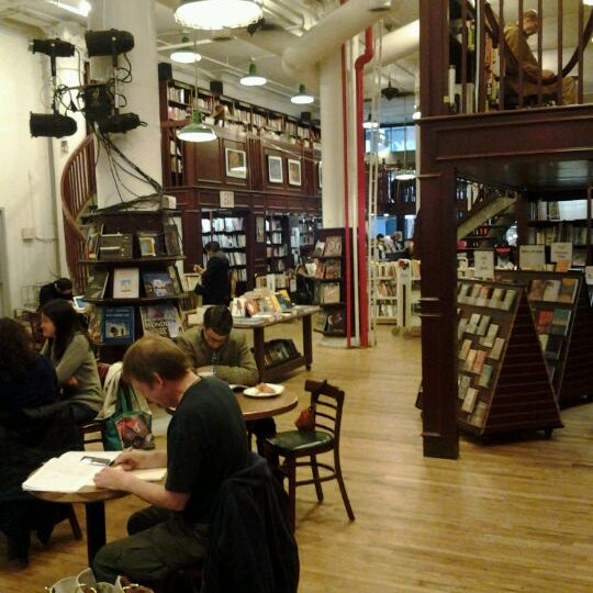 Photo taken at Housing Works Bookstore Cafe by Klaartje V. on 3/31/2012