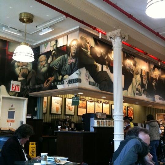 Foto tomada en Barnes & Noble por Kazuyuki S. el 4/14/2011