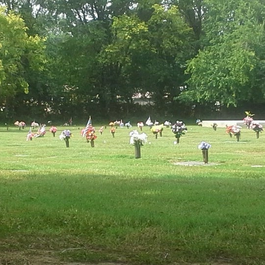 Louisville Memorial Gardens (West) - 63 visitors
