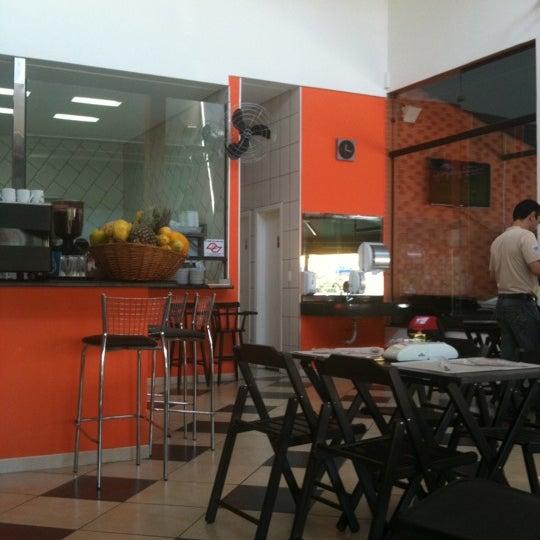Foto tirada no(a) Brasil Burger por Caio T. em 7/21/2011