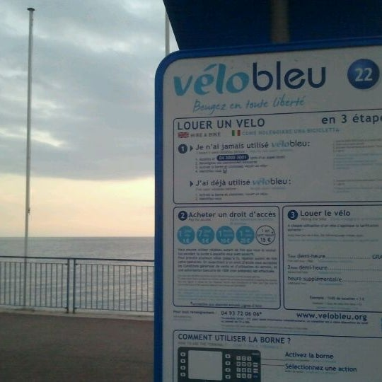 Photo taken at Vélo Bleu (Station No. 22) by Iarla B. on 1/25/2012