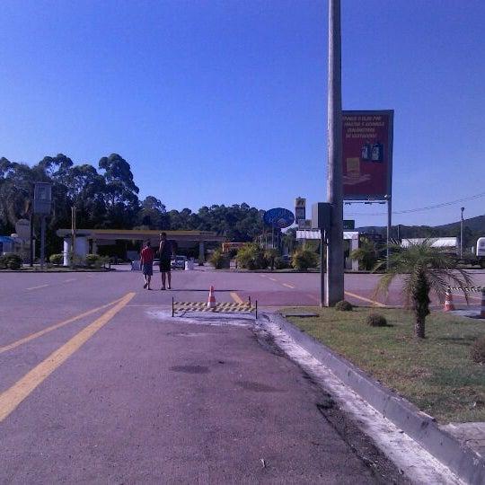 Photo taken at Posto Lago Azul (Ipiranga) by Lucas d. on 2/1/2012