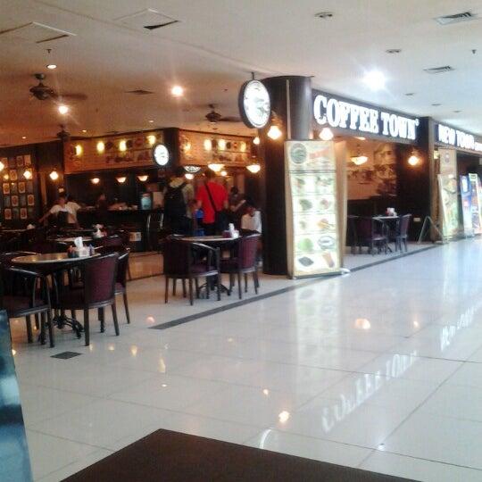 Photo taken at Coffee Town Kaya Toast by Ramli K. on 6/22/2012