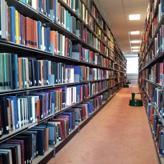 Снимок сделан в University of Warwick Library пользователем Scott H. 6/10/2012