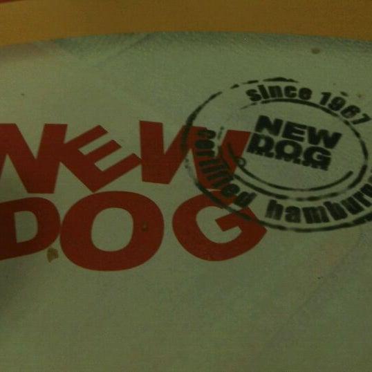 Foto tirada no(a) New Dog por Carlos G. em 8/21/2011