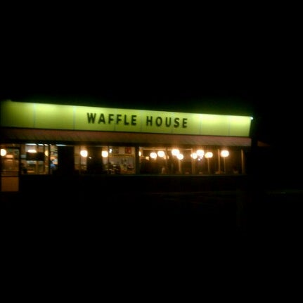 Photo taken at Waffle House by Jae C. on 8/14/2012